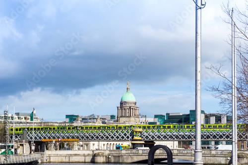Obraz na dibondzie (fotoboard) Dublin City Centre i rzeka Liffey, Irlandia