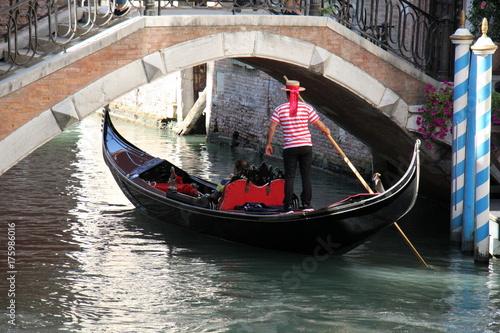 Plakat Gondola - tradycyjna wenecka łódź wiosłowa, jest symbolem Wenecji.