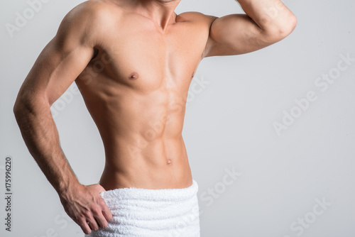 Man is showing muscular sexual body Fototapete