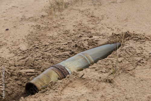 Fototapeta stary żelazny pocisk artyleryjski