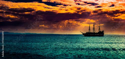 Fotografija  A lone ship against the morning sky