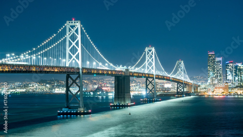 Photo Oakland Bay Bridge and the city light at night.