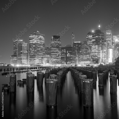 Foto op Aluminium New York Manhattan at night from Brooklyn