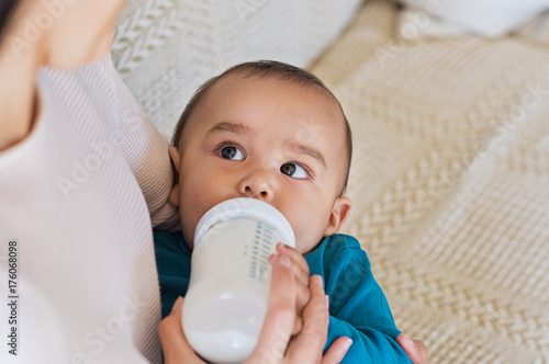 Photo  Toddler drinking from milk bottle