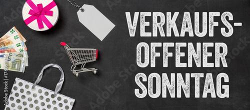 Fototapeta  Shopping Konzept - Verkaufsoffener Sonntag