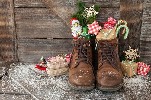 Fotomural  Stiefel mit Geschenken und Suessigkeiten