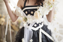 ウェディング 黒色 カラードレスと花 イメージ