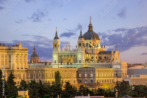 Poster Madrid Madrid skyline and almudena church at sunset,Spain