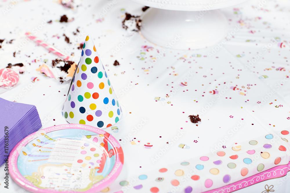 Fotografía  Messy table after birthday party