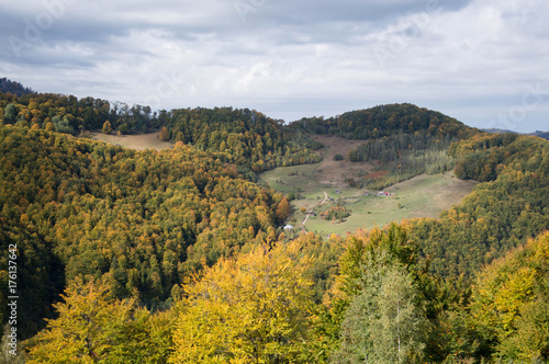Spoed Foto op Canvas Wit Village high above in the mountains - colorful autumn time