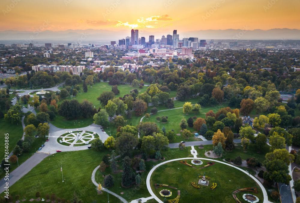 Fototapeta Sunset over Denver cityscape, aerial view from the park