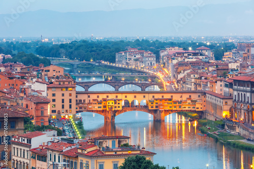 Keuken foto achterwand Florence River Arno and famous bridge Ponte Vecchio at twilight from Piazzale Michelangelo in Florence, Tuscany, Italy