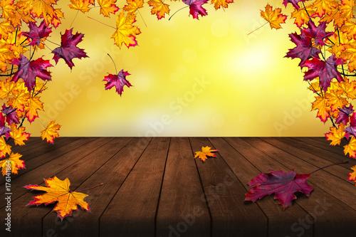 Herbst Hintergrund Mit Laub Holztisch Und Bokeh Effekt Buy This