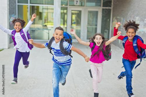 Fotografía  pre-teen School Pupils Outside of the Classroom