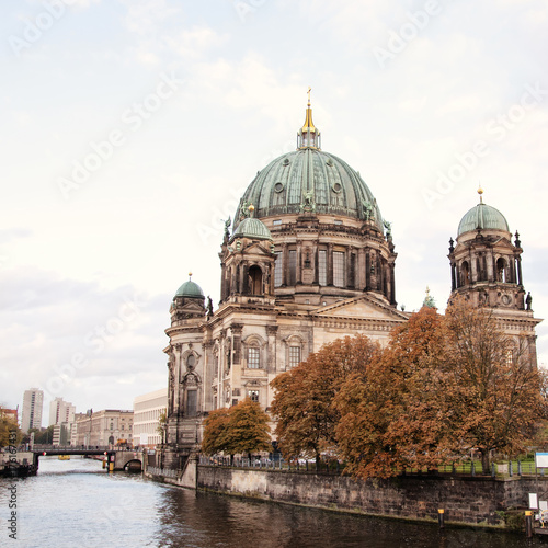 Платно  Berliner Dom (Berlin cathedral) over Spree river