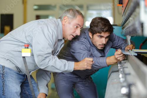 Pinturas sobre lienzo  teacher supervising his apprentice