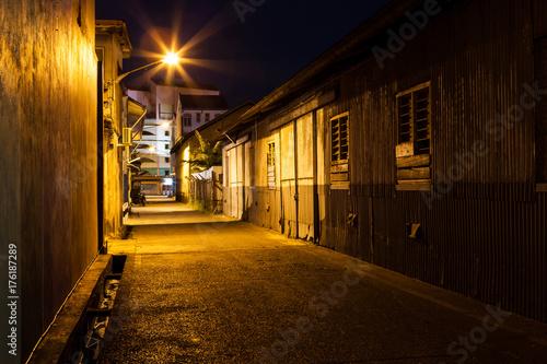 Valokuvatapetti Urban city alley at night in asia