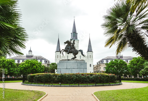 Photo  Saint louis cathedral and Jackson Square, a historical and tourist attraction of New Orleans
