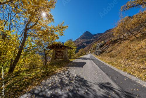 Foto op Aluminium Grijze traf. Beginn der Passtraße des Col de l'Iseran