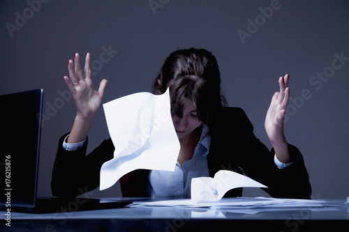 Fotografía  tired and exhausted woman working with documents (psychological portrait, aggres