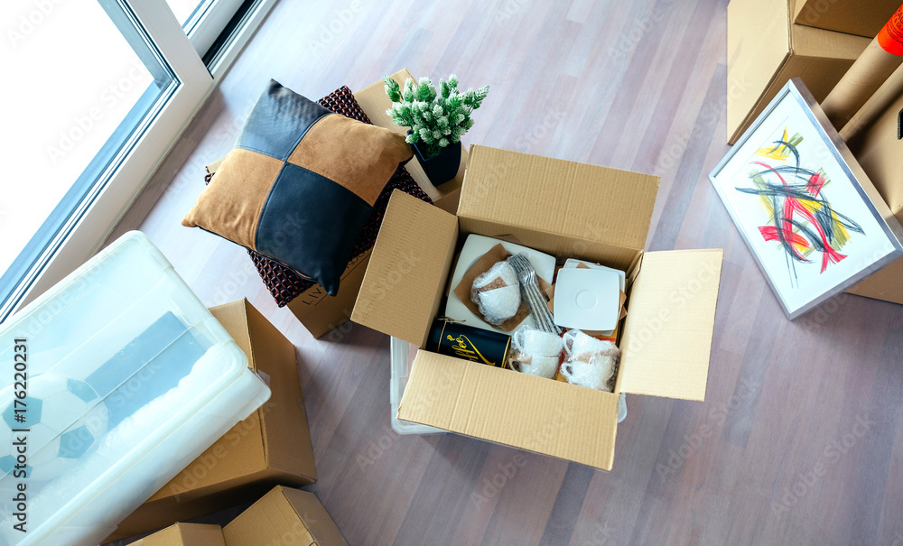 Fototapety, obrazy: Large living room with stack of moving boxes and open kitchenware box