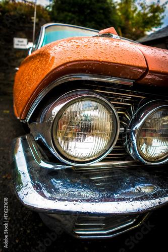 Valokuva orange cadillac