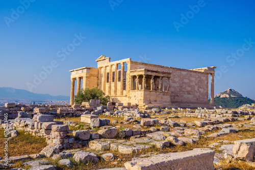 Photo Erechtheion temple in Athens during the sunset