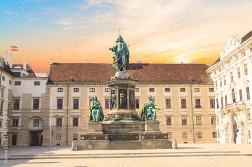 Obraz na dibondzie (fotoboard) Pomnik cesarza Franciszka Józefa I w Inn der Bourg w Wiedniu, Austria