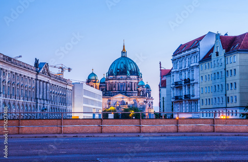 Photo  Beautiful view of historic Berlin Cathedral (Berliner Dom) at sunrise, Berlin, G
