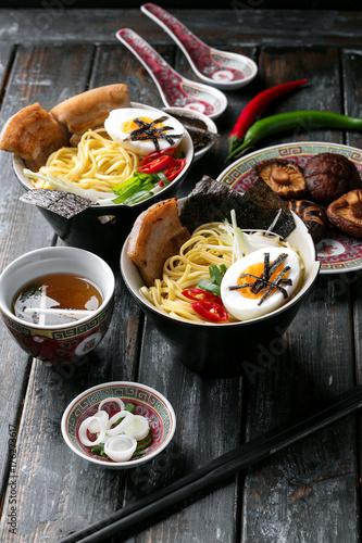 tradycyjne-azjatyckie-jedzenie