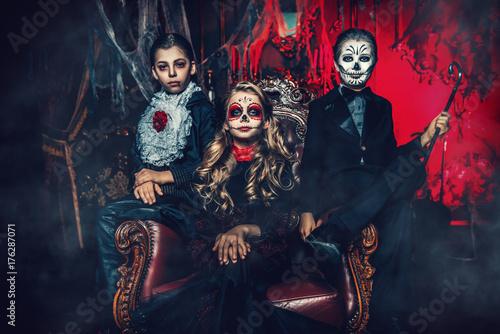 Spoed Fotobehang Halloween halloween children in costumes