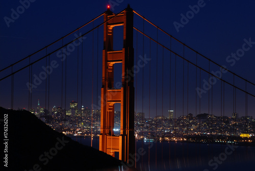 Obraz na dibondzie (fotoboard) Kolumna Golden Gate Bridge