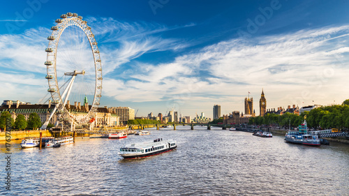 Photo sur Toile Londres Westminster Parliament and the Thames