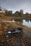 Fototapeta Na sufit - Autumn on the river boat and yellow foliage.
