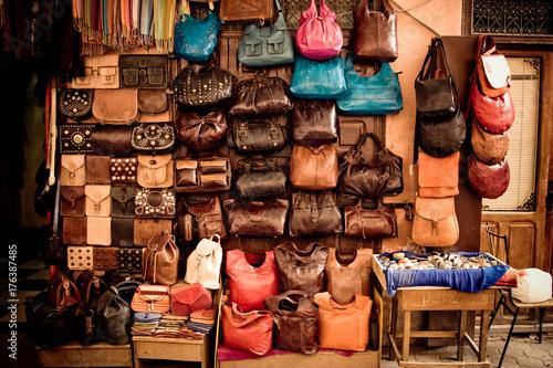 Staande foto Marokko Bench selling leather handbags