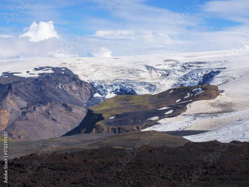 Plakat Czarne pola lawy wulkanu i lodowca Eyjafjallajokull