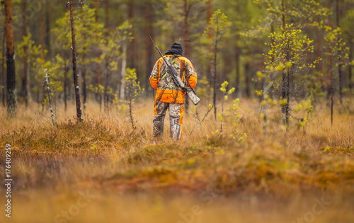 Foto op Canvas Jacht Hunter in the fall hunting season