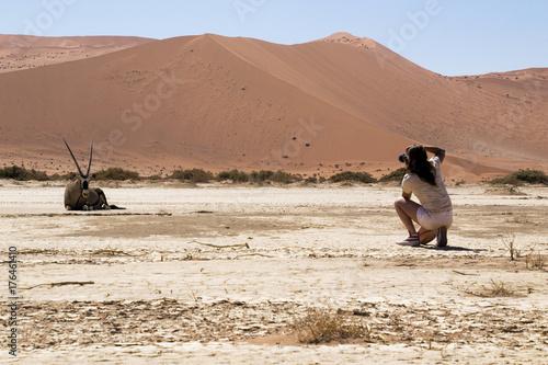 Zdjęcie XXL Dziewczyna na pustyni
