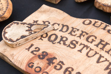 Wooden Board Ouija: Communicat...