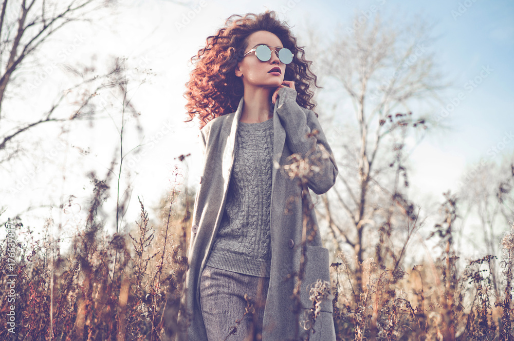 Fototapety, obrazy: Fashion beautiful lady in autumn landscape