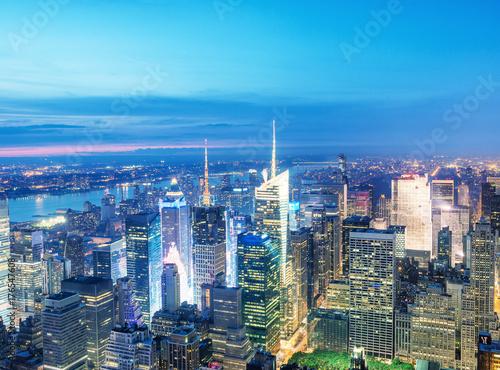 Foto op Aluminium Nacht snelweg Night aerial view of Midtown skyscrapers