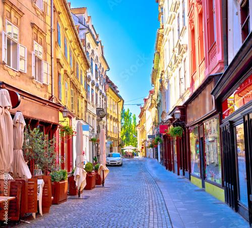 Fototapeten Schmale Gasse Colorful old town street in Ljubljana