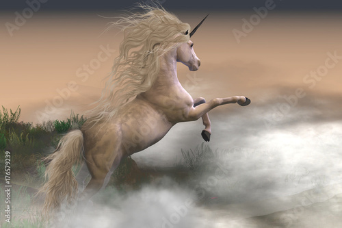 Misty Mountain Unicorn - Mgliste wiry chmur otaczają jelenia jednorożca, gdy pokazuje swoją siłę i energię na zboczu góry.