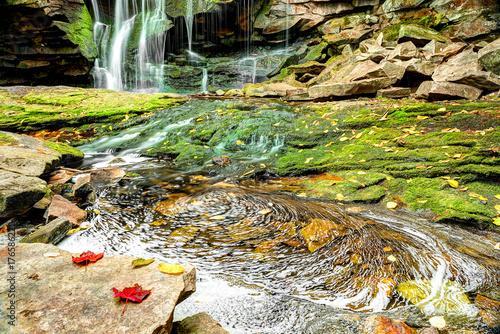 Photo Elakala waterfall in Blackwater Falls State Park in West Virginia during autumn