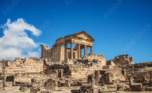 Papiers peints Ruine The Roman Capitol. Ruin. Tunisia, Dougga.