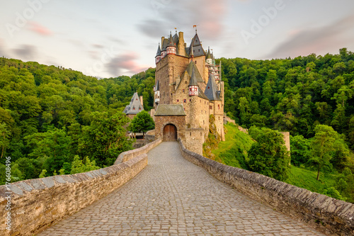 Spoed Foto op Canvas Kasteel Burg Eltz castle in Rhineland-Palatinate at sunset