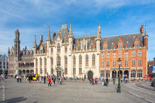 In de dag Brugge The Province Court in Market Square in Bruges, Belgium