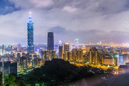 Photo Stands Kuala Lumpur City of Taipei at night skyline at twilight,Taiwan