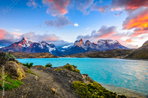 Obraz Torres del Paine over the Pehoe lake, Patagonia, Chile - Souther - fototapety do salonu