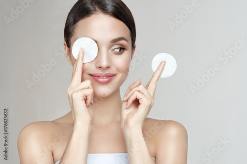 Fotografía  Young woman with clean skin facial Cosmetology, beauty spa